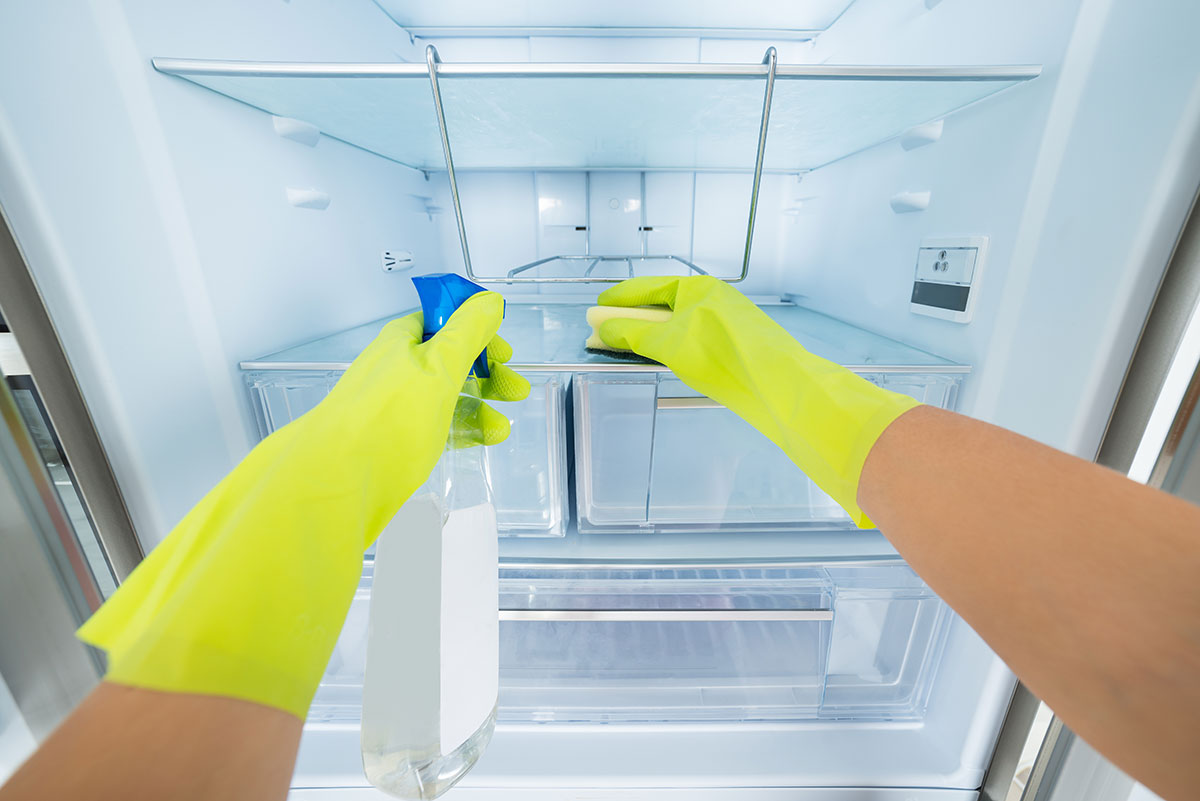 How to deep clean your fridge?